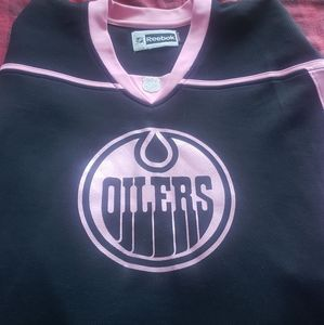 Womans Oilers Jersey.